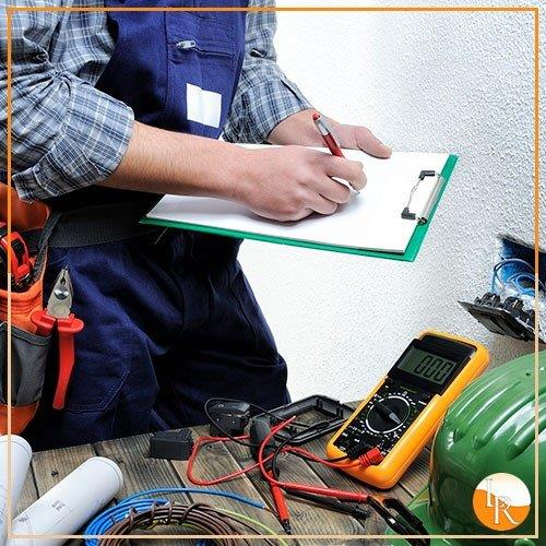 Manutenção elétrica em máquinas